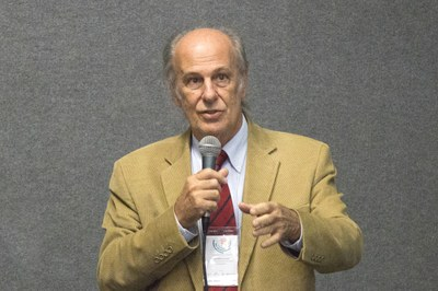 Luiz Bevilacqua talking about the future of the universities - April 24, 2015