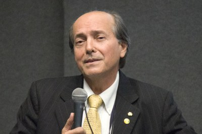 "Naomar de Almeida Filho at the debate ""The Future of the Universities"" - April 24, 2015"