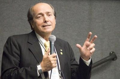 "Naomar de Almeida Filho on the debate ""The Future of the Universities"" - 24, April/2015"